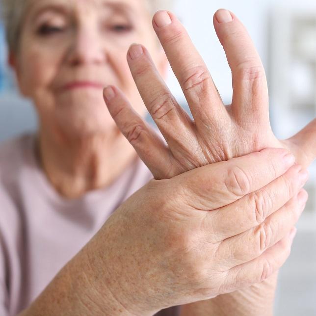 fáj térdízület idős embereknél