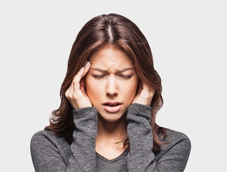 súlyos fejfájás és ízületi fájdalom)