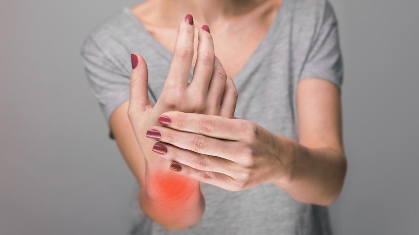 fájdalom a kezek csontainál és ízületeiben)