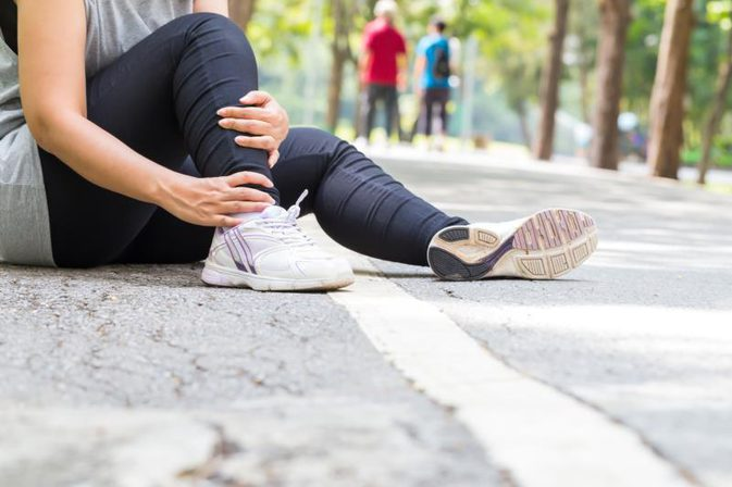 milyen fájdalom a térd artrózisával zárt térd sérülések
