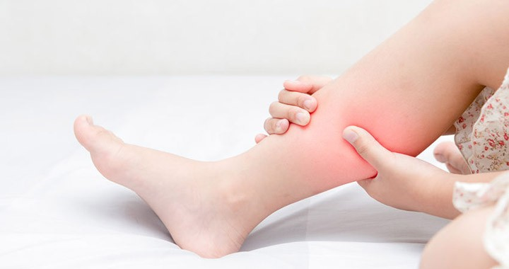 a lábak ízületeiben vándorló fájdalom okokat okoz