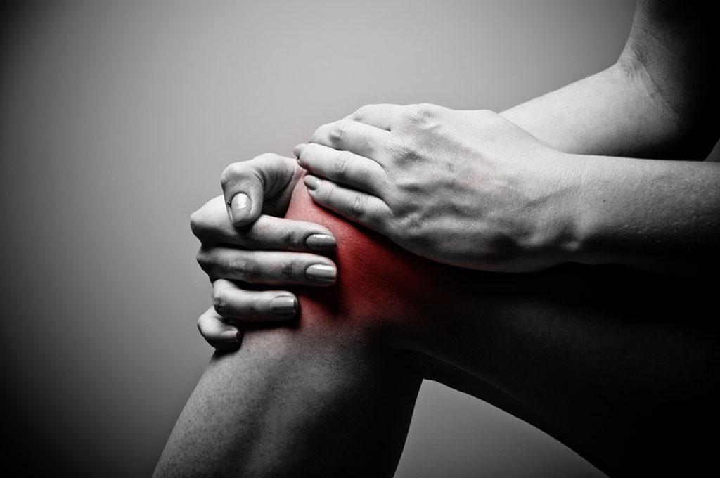 a térdízület fájdalma felmelegedhet)
