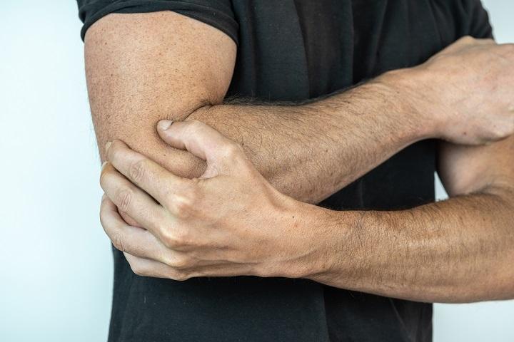 fájdalom a lábak és a könyök ízületeiben növekedések a kéz ujjai ízületein