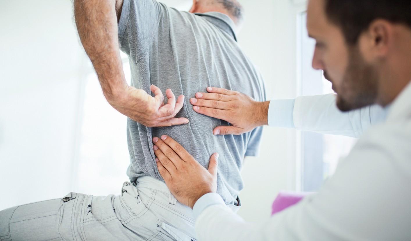 fájdalom a hát és a lábak ízületeiben)