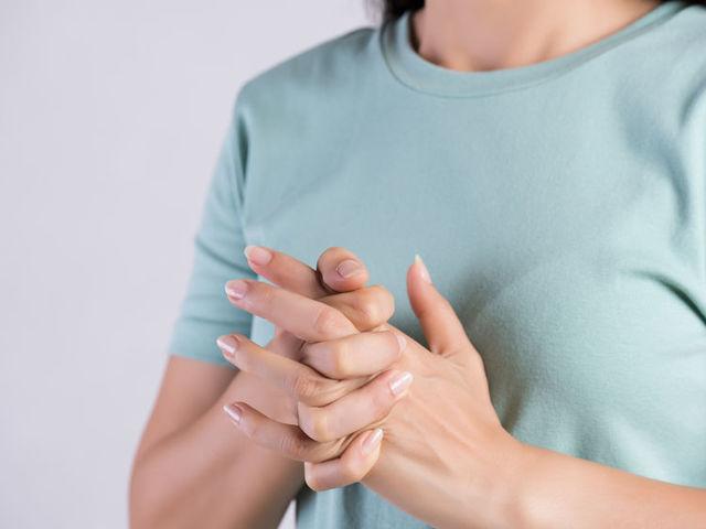 Ropognak az ízületei? Ez lehet az oka! Fájdalomközpont