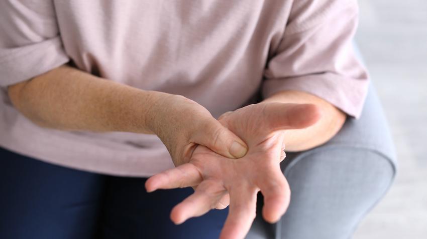 ízületi gyulladás kezelése 2 ujjal fájdalom a térd alatti kanyarban