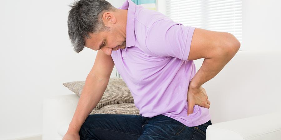 a fájdalom és a csípőízületek zsibbadtsága