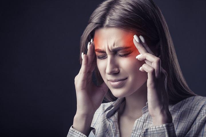 fejfájás, ízületi fájdalom)