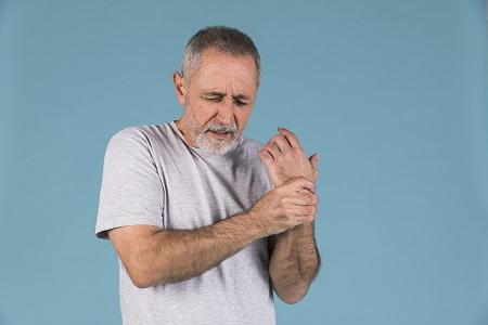 térdízületek és ujjak fájnak