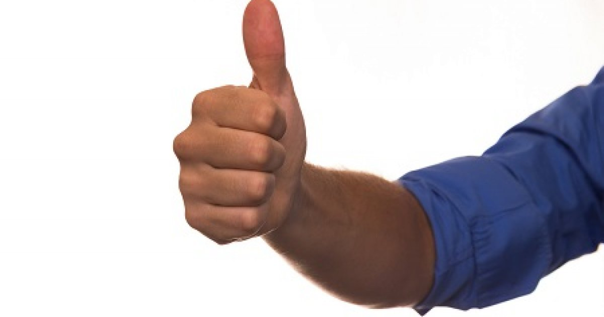 az ujj hajlításakor az ízület fáj)
