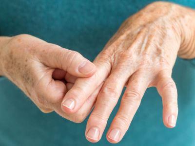 fájdalom a lábban az ujjak és az ízület között