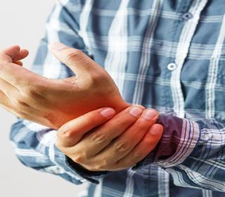 fájdalom merevség a gerinc ízületeiben 1 és 2 fokú artritisz hogyan kell kezelni