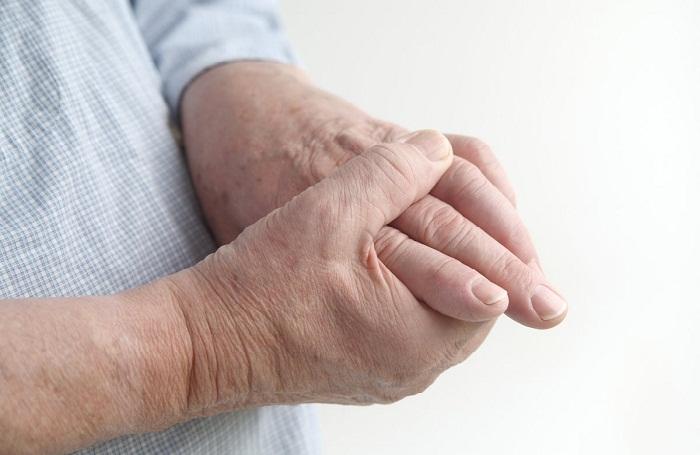 fájdalom a bal kéz ízületében hajlításkor