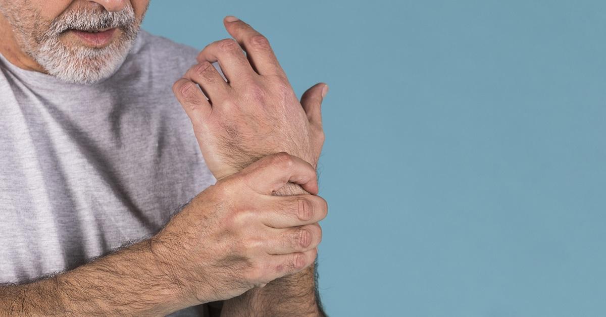 hogyan lehet kezelni a rheumatoid arthritis tüneteit)