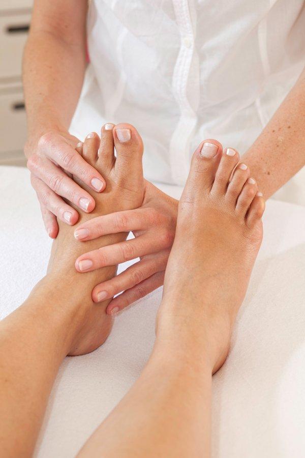 miért duzzadnak a lábak a csípőtörés után ízületi és szalaggyógyászat